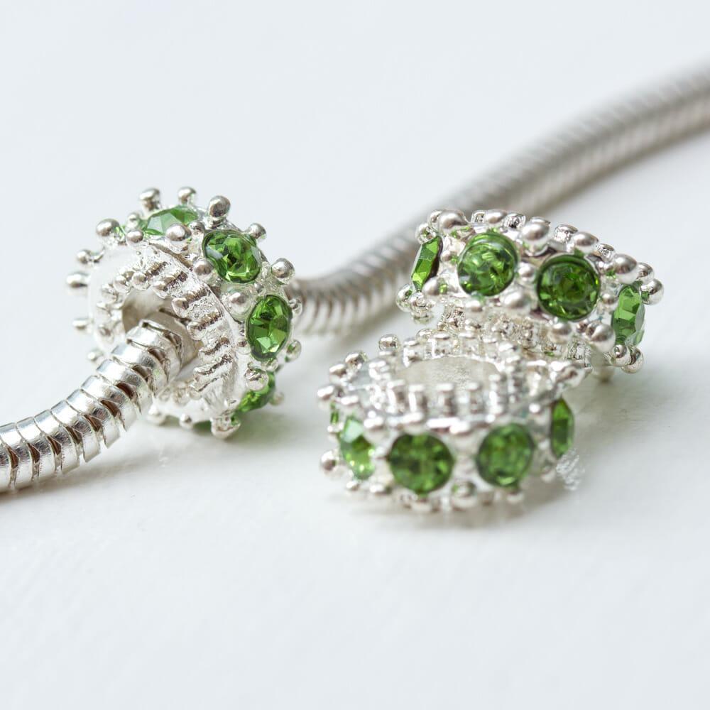 Kovova-koralka-ozdovny-medzikruzie-so-zelenymi-krystalmi