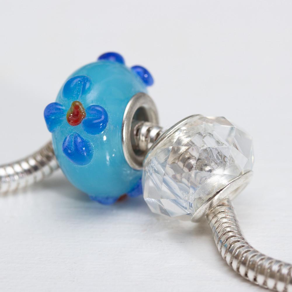 Modra-koralka-s-modrymi-kvetmi