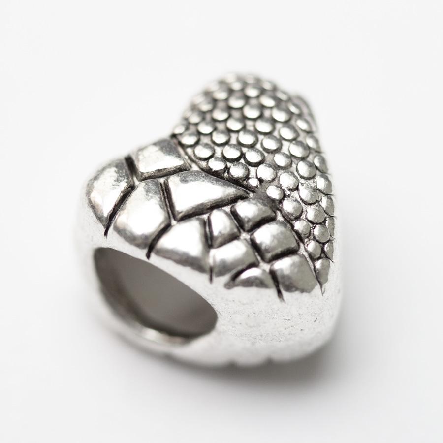 kovova-koralka-strukturovane-srdce