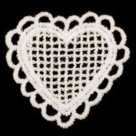 textilna-aplikacia-cipkove-srdiecko-biele