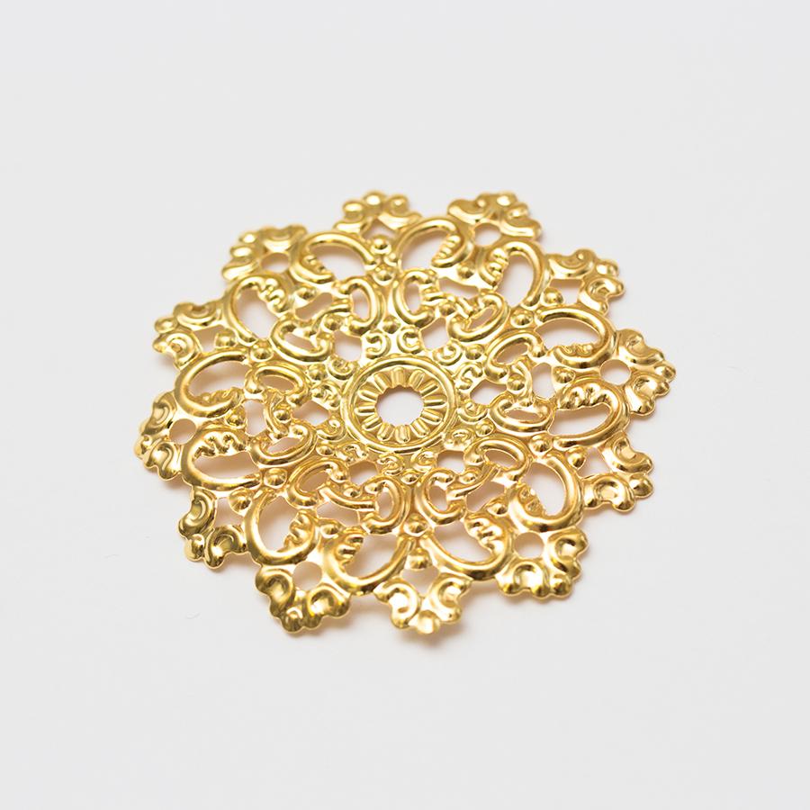 velky-zlaty-zdobeny-filigran