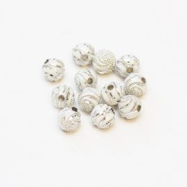 plastove-koralky-biele-zdobene-8mm