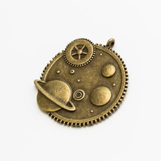 kovovy-privesok-vesmir-bronz
