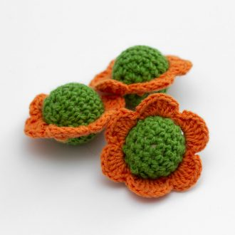 oranzovozelene-hackovane-kvety-retiazka-na-cumlik