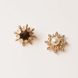strasova-ozdoba-hviezda-s-perlou-zlata